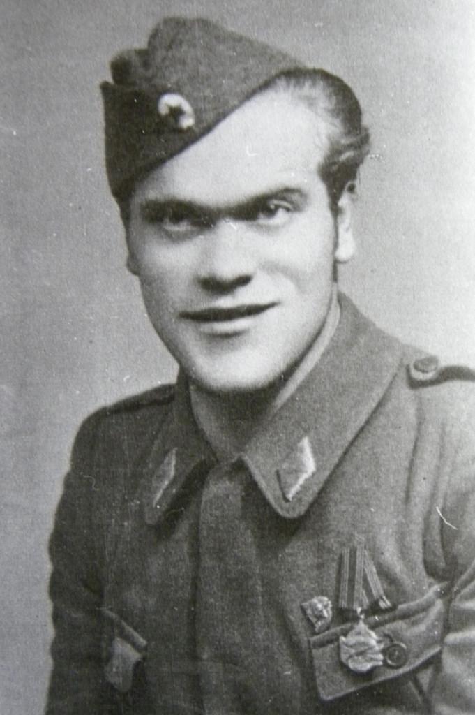 Viktor Kirn kot komisar 7. SNUB Franceta Prešerna leta 1945