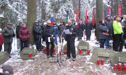Dr. Tit Turnšek, predsednik ZZB za vrednote NOB Slovenije na spominski slovesnosti v spomin na ustreljene talce, Koroški Selovec