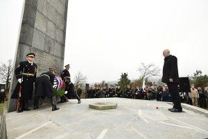 Predsednik Državnega zbora dr. Milan Brglez na žalni slovesnosti pri spomeniku in grobnici padlih borcev NOB na Cviblju pri Žužemberku, 22. oktober 2016 (foto arhiv Državnega zbora)