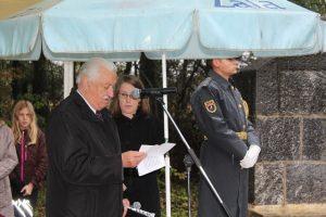 Tone Kovič, član MO ZZB za vrednote NOB Ljubljana na spominski slovesnosti v Kozlarjevi gošči, 20. oktober 2016