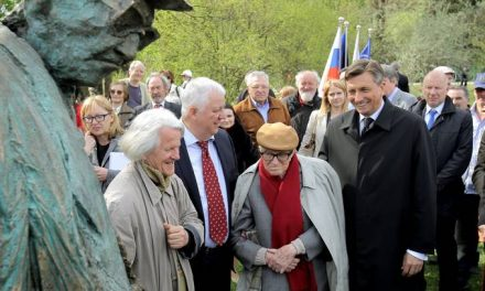 Postavili spomenik Borisu Pahorju
