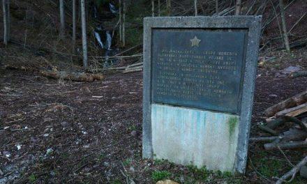 Spet poškodovali partizanski spomenik