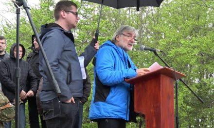 Dušan Jelinčič – pisatelj, novinar in alpinist na spominski slovesnosti ob 77. obletnici nanoške bitke, 27. aprila 2019 na Nanosu